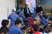 اجرای طرح توزیع  طعم مهربانی  برای کودکان مناطق حاشیه شهر مشهد